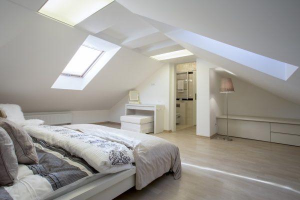 Hoe maak je een fijne kamer van je zolder
