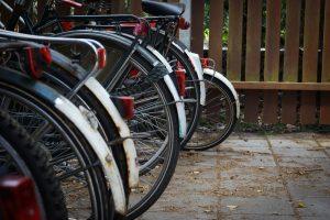 Hoe maak je thuis een fietsenstalling voor het hele gezin?